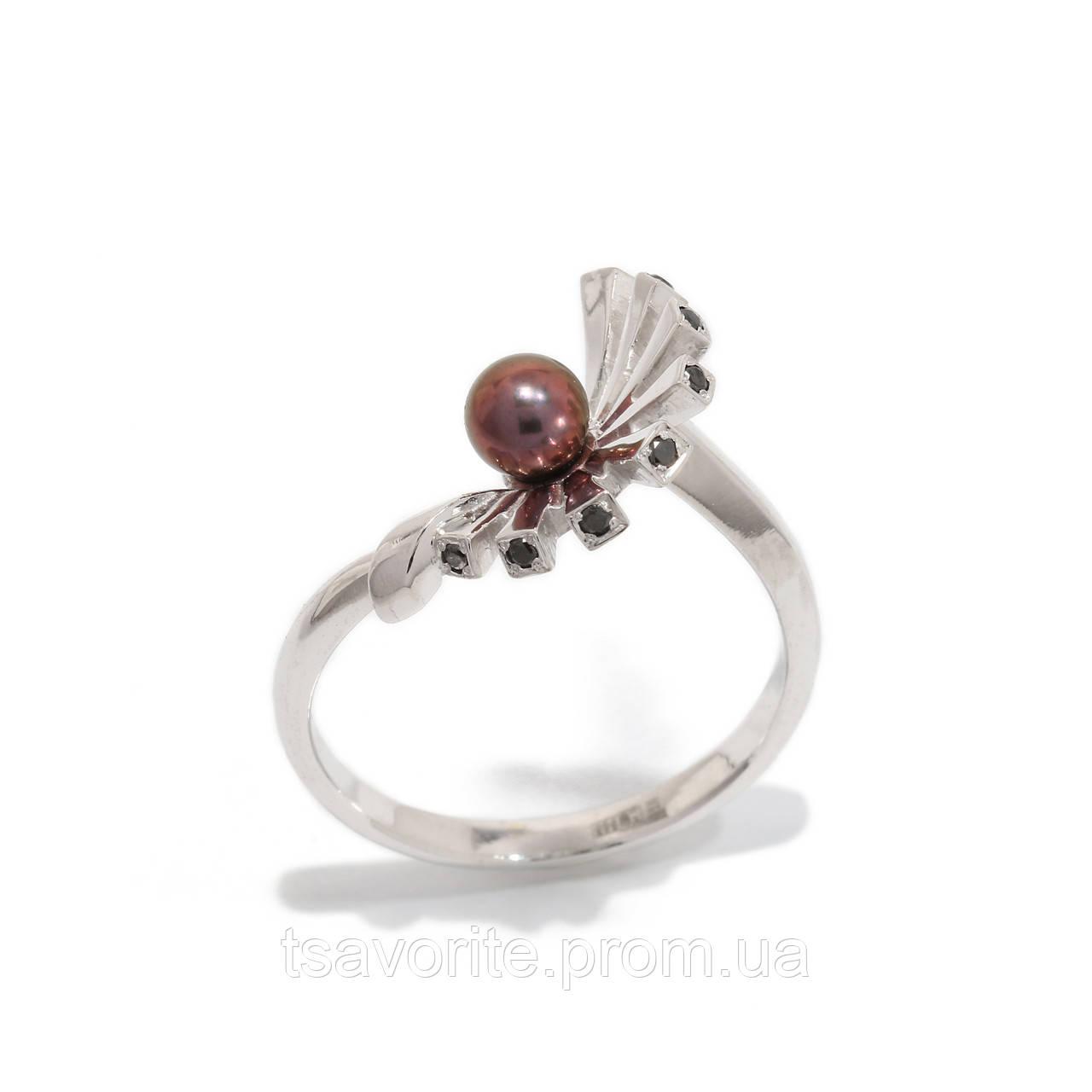 Золотое кольцо с жемчугом и бриллиантами 2231444