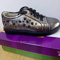 Туфли на низком каблуке детские