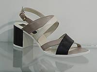 Элегантные женские босоножки на среднем каблуке, фото 1