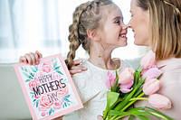 Что подарить маме в её праздник?