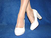 Женские белые матовые туфли на широком устойчивом каблуке 40 - 25,5  см