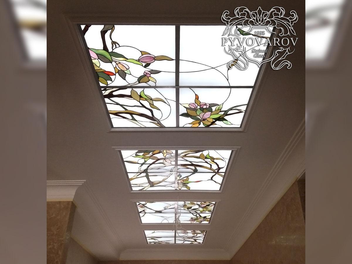 Витражный потолок цветы в коридор