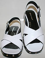 Белые босоножки на низком каблуке Marani Magli, фото 1