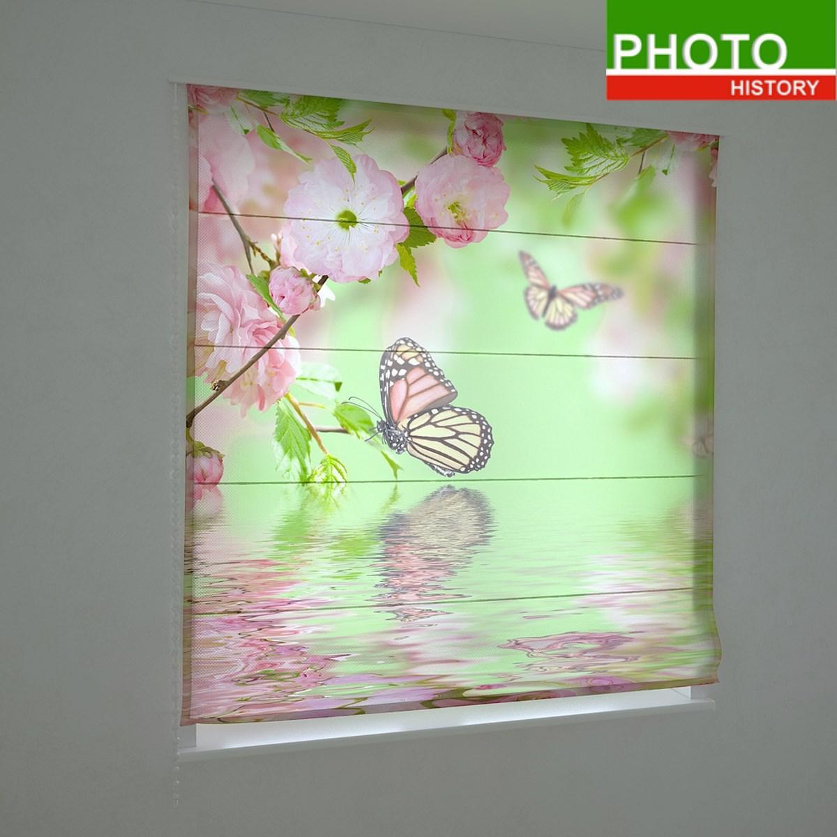 Римские фотошторы порхающие бабочки на зелёном фоне