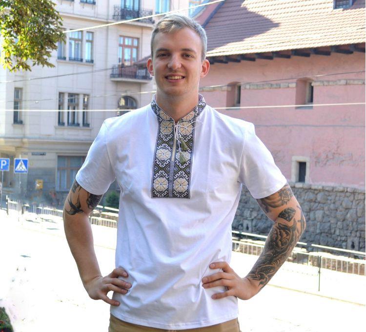 Мужская вышиванка футболка Парубоцька белая с зеленым орнаментом / размер 42-60