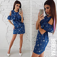 Женское летнее платье с открытыми плечами и воланами
