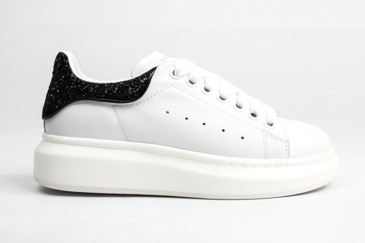 757812891 Женские кроссовки Александр Маквин белые, черный блестящий задник -  Компания