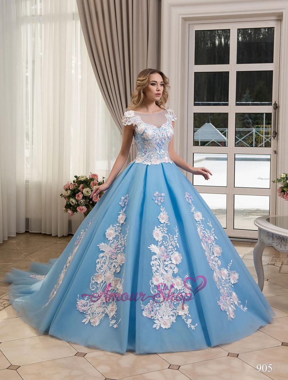 Необычное свадебное платье. Молочный или голубой