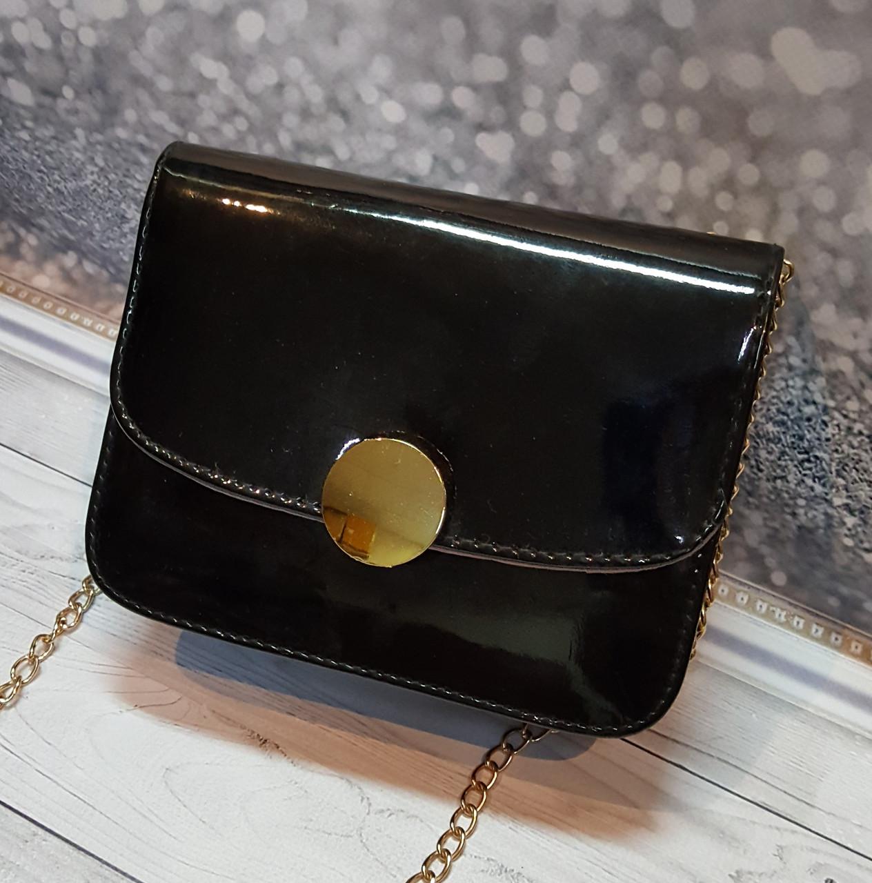 Маленькая женская лаковая сумочка, на цепочке