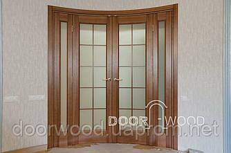 Радиусная межкомнатная дверь на четыре створки, с гнутым стеклом, пазовый наличник, штапик