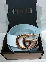 Ремень кожаный Gucci в деревянной коробке белый с золотой пряжкой