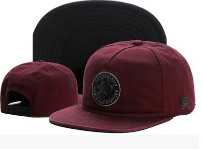 Бордовая  кепка с эмблемой и прямым козырьком Snapback