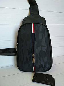 Молодежный рюкзак из ткани синего цвета с принтом хаки и нашивками