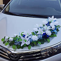 Композиция на капот свадебной машины в сине-голубом цвете