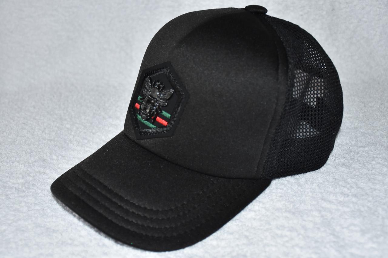 Модная черная кепка