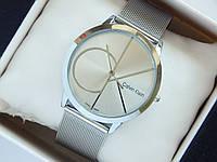 Кварцевые наручные часы Calvin Klein серебристого цвета на кольчужном браслете