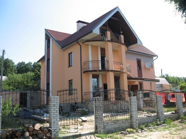 Фасад загородного жилого дома. Стоимость различных видов облицовки фасадов.