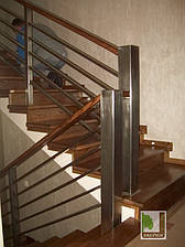 Дерев'яні сходи на бетонній основі під замовлення