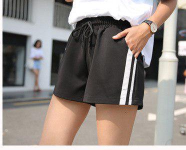 Женские шорты черные с лампасами - легкие и удобные