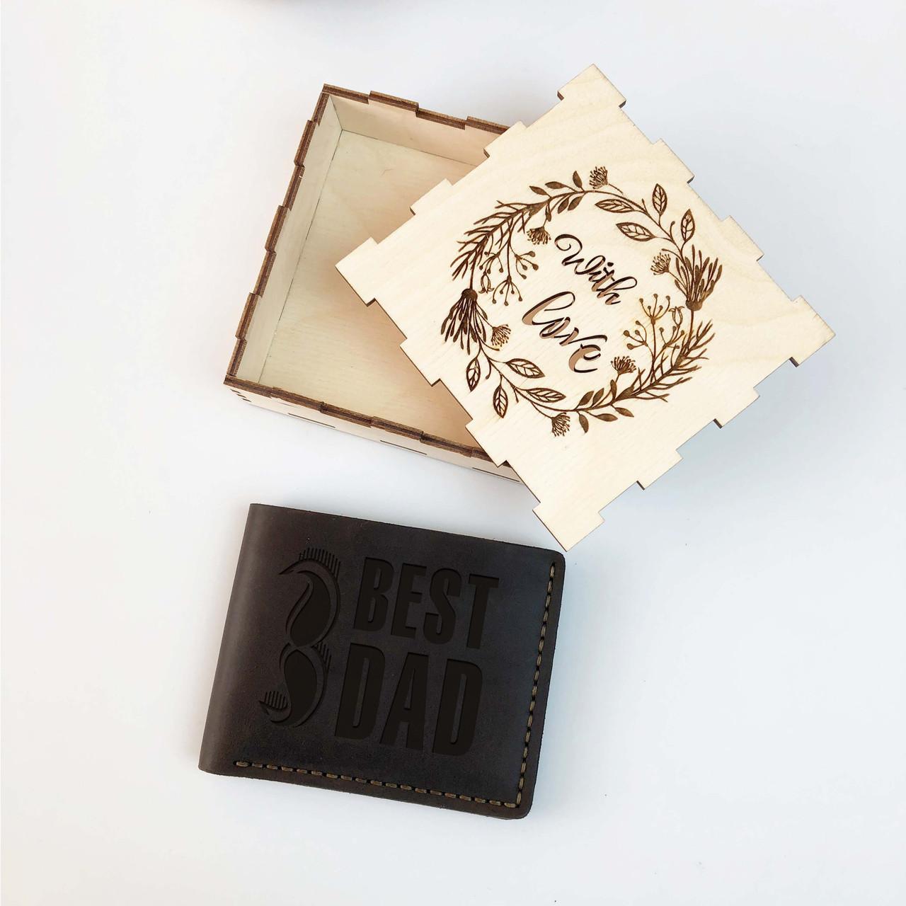 5cedf5bcfd7f Мужской кошелек из натуральной кожи с гравировкой - 7Arts - Необычные и  уникальные подарки из дерева