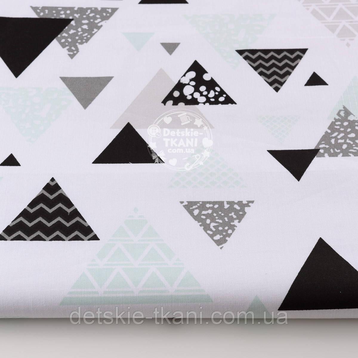 """Ткань хлопковая """"Треугольники с узорами"""" шалфейного и серого цвета на белом (№1320а)"""