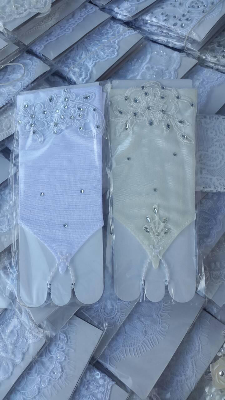 Детские короткие перчатки под бальное вечернее платье для утренника.