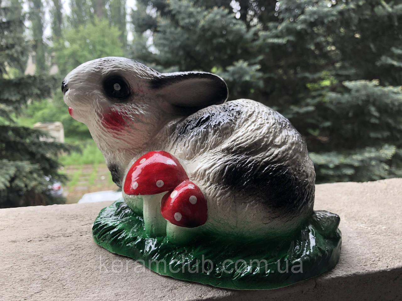 Ландшафтная фигура: кролик на лужайке