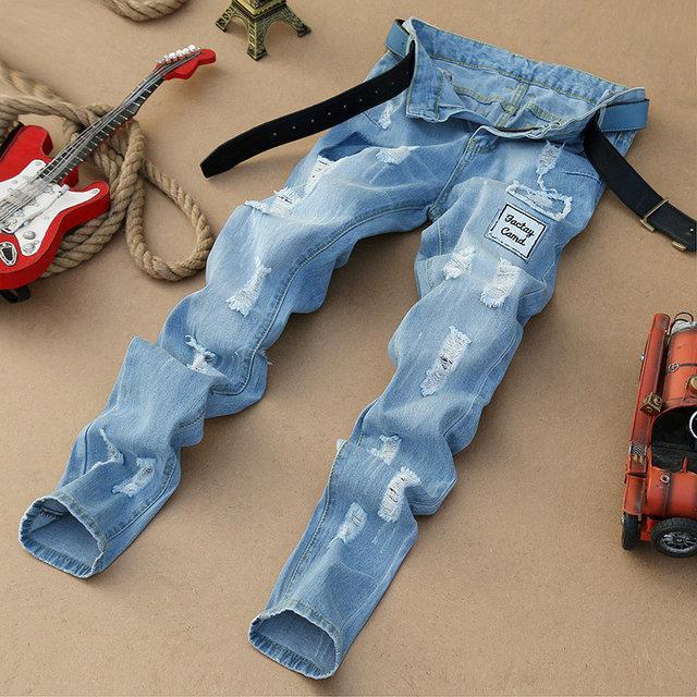 Модные рваные джинсы Sky, немного зауженные к низу, сквозные дырки, две нашивки
