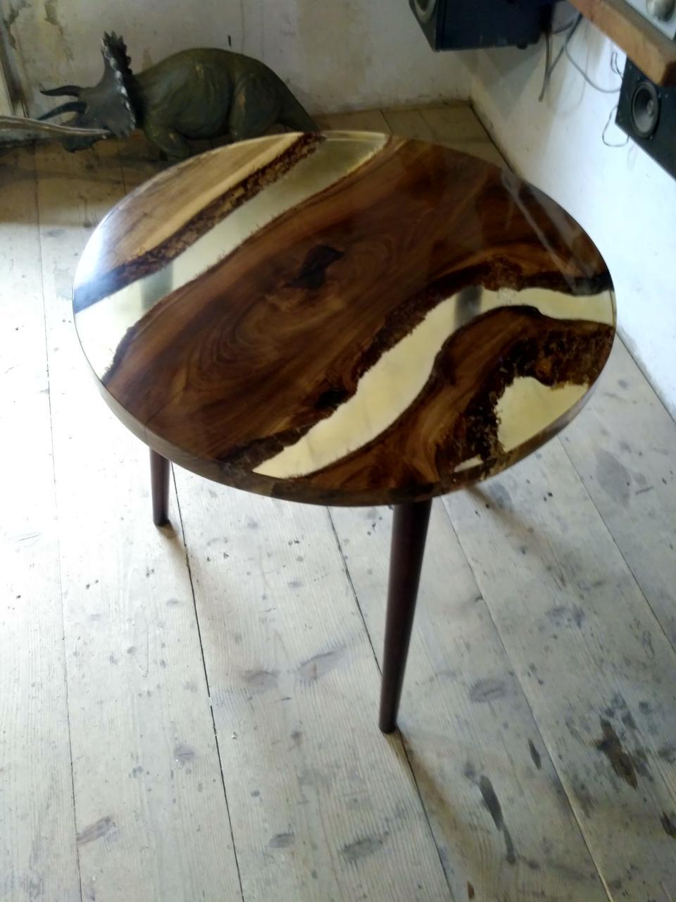 Журнальный стол из эпоксидной смолы и дерева