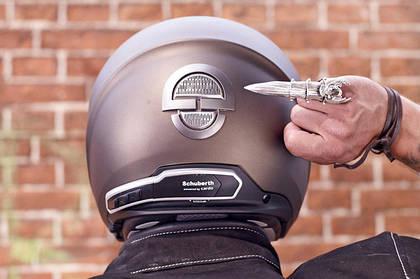 Планка мото шлема для города поднята  – абсолютно новый Schuberth Metropolitan M1.