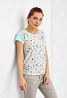 Женская красивая футболка мятного цвета с ярким принтом