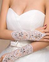Белые свадебные перчатки с вышивкой и пайетками А-1023
