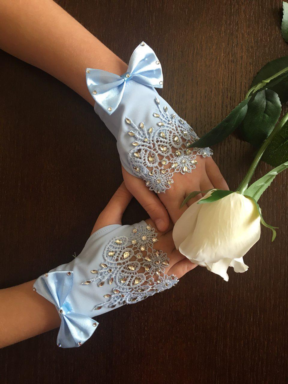 Детские изумительные кружевные перчатки под бальное вечернее платье на утренник.
