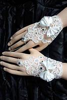 Свадебные перчатки с вышивкой и бантами А-1025