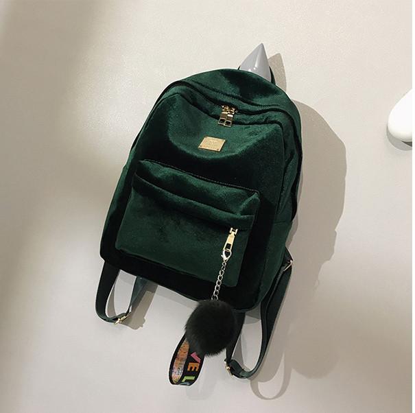 Женский бархатный рюкзак с брелком зеленый