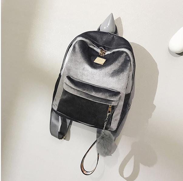 Женский бархатный рюкзак с брелком серый