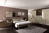 Ліжко з дерева в сучасному інтер'єрі