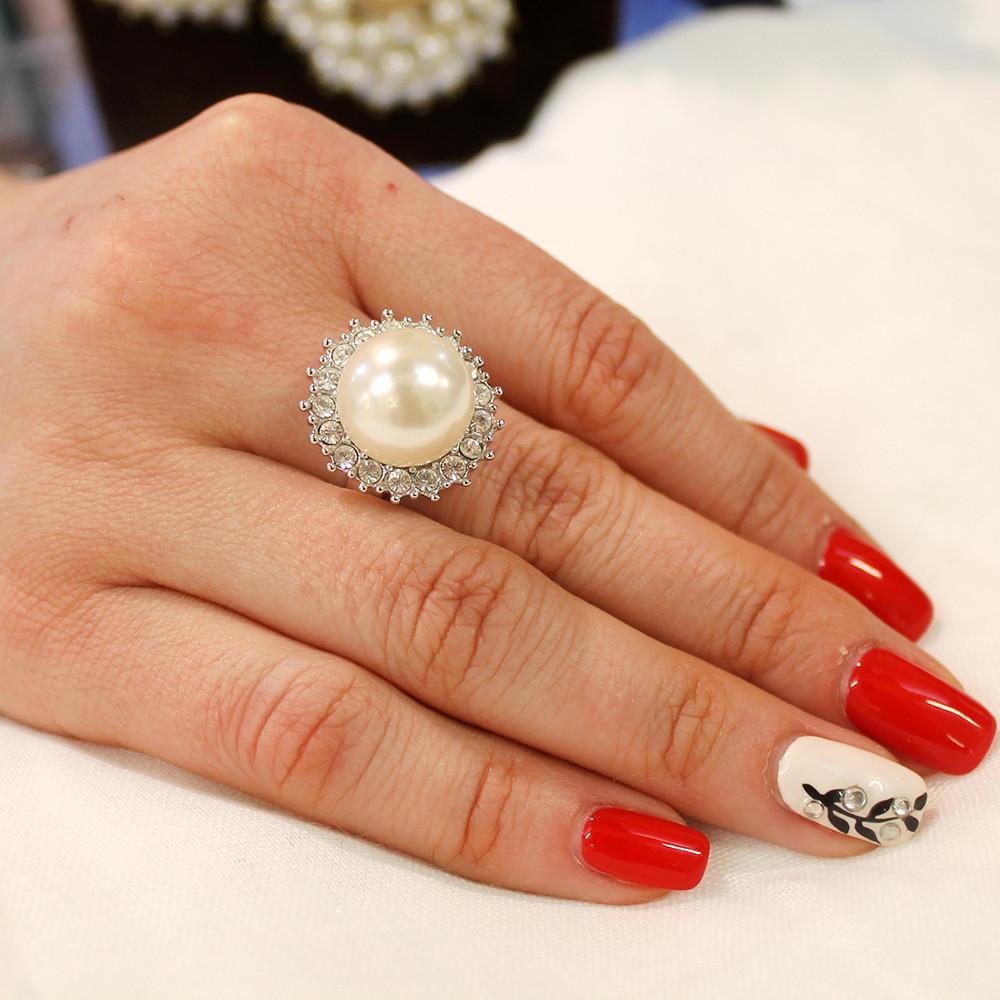 Кольцо с камешками под жемчуг