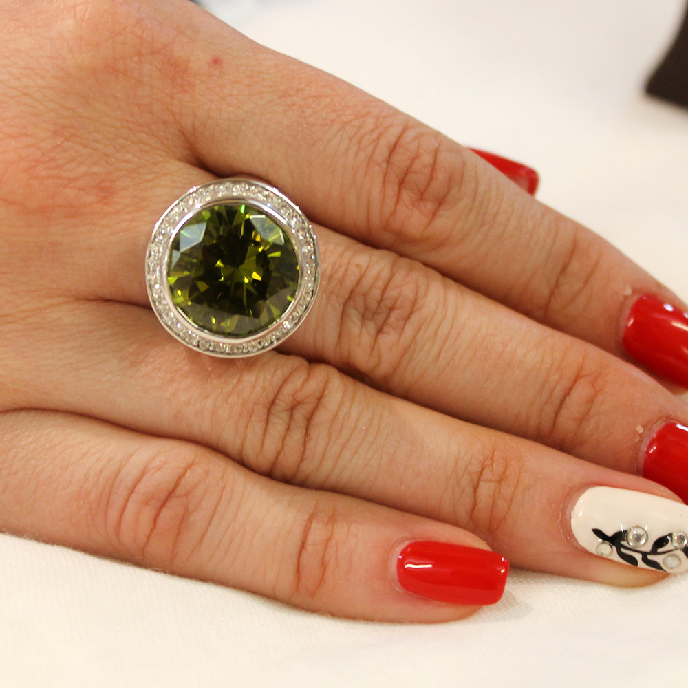 Кольцо с зеленым камнем и камешками Swarovski