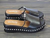 Женские шлепанцы на платформе черные с бусами, фото 1
