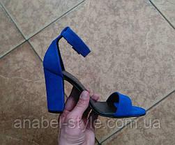 Босоножки женские на толстом устойчивом каблуке натуральная замша цвет электрик, фото 2