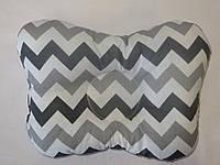 Подушка для новорожденных серый зиг-заг