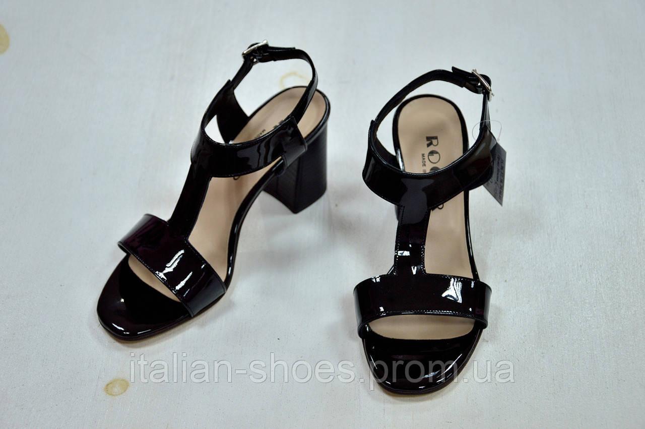 Черные кожаные лаковые босоножки на толстом каблуке Roger
