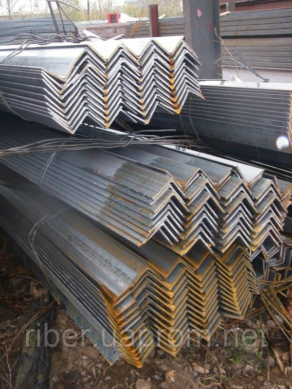 Уголок металлический 125 х 125 х 10 мм