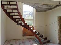 Лестница металлическая криволинейная на 2-х косоурах