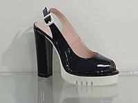 Модные молодежные босоножки на высоком каблуке