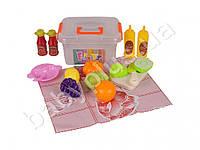 Продукты на липучке, досточка, нож, тарелка, бутылочки, в ящике пластм.