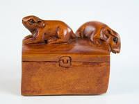 Нэцкэ из дерева Мышки на коробке
