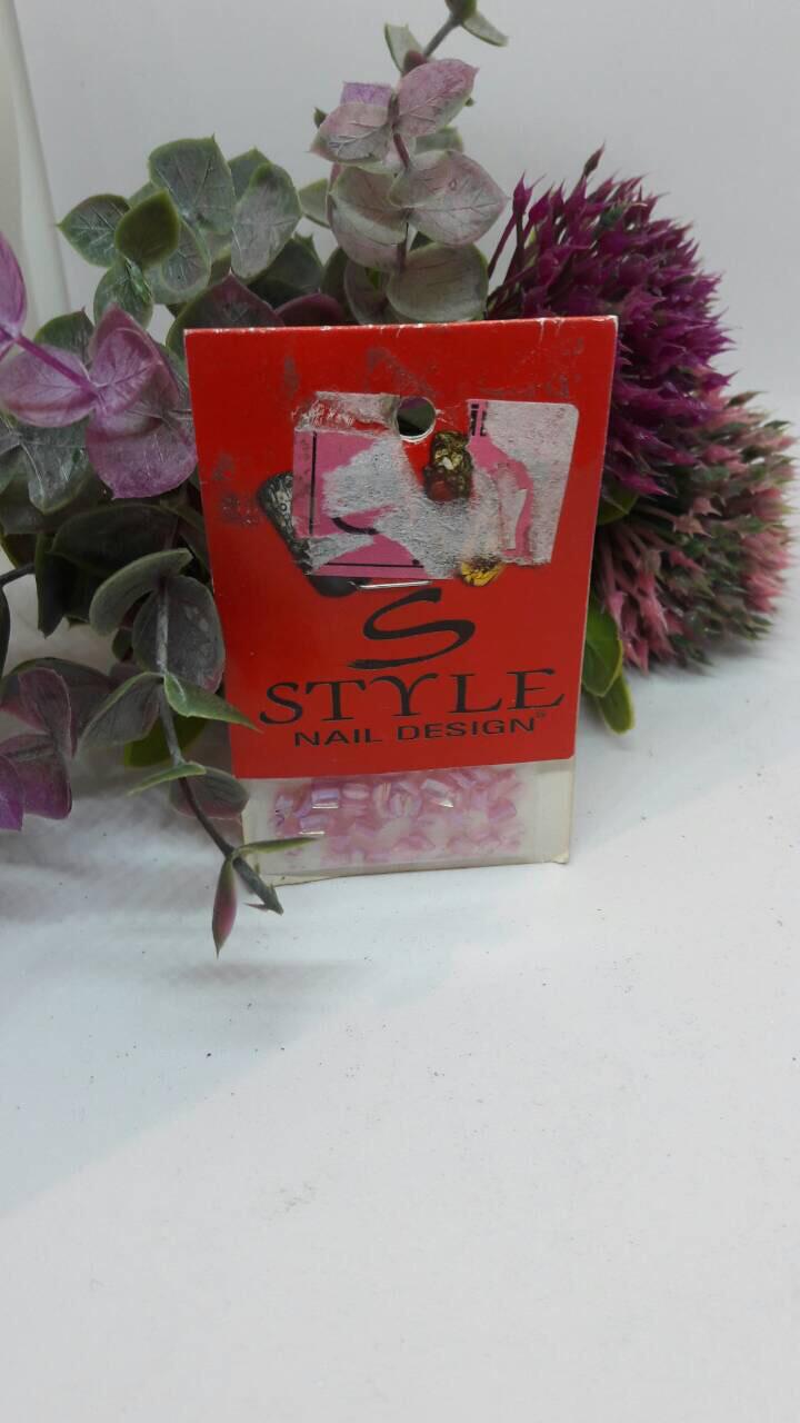 Фигурный дизайн для ногтей розовый