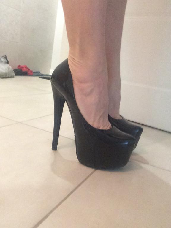 Туфли женские лаковые на каблуке Лабуте$ Loubouti$ черные Код 167